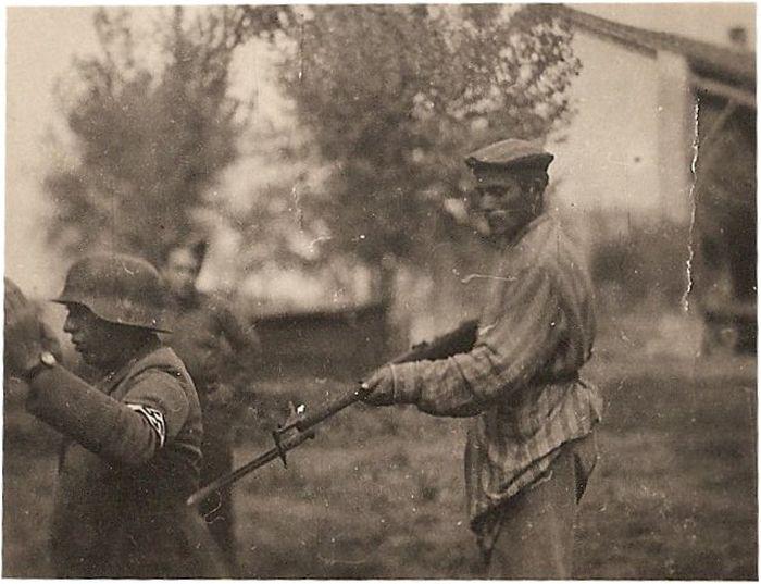 Liberated prisoner holds Nazi at gunpoint