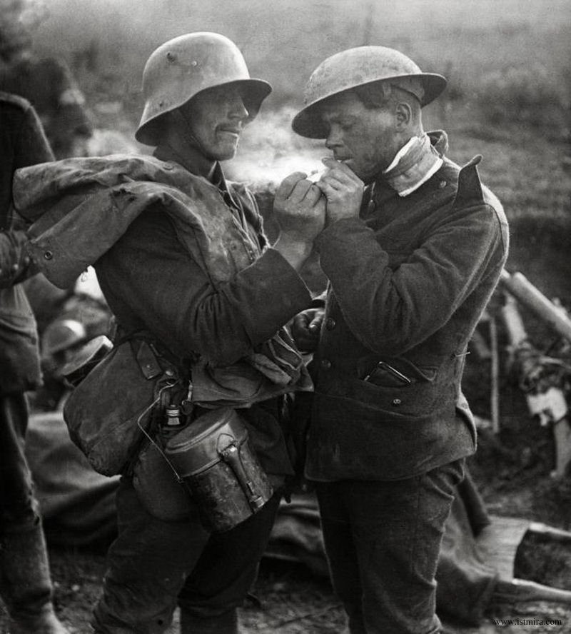 german and british soldier share cigarette