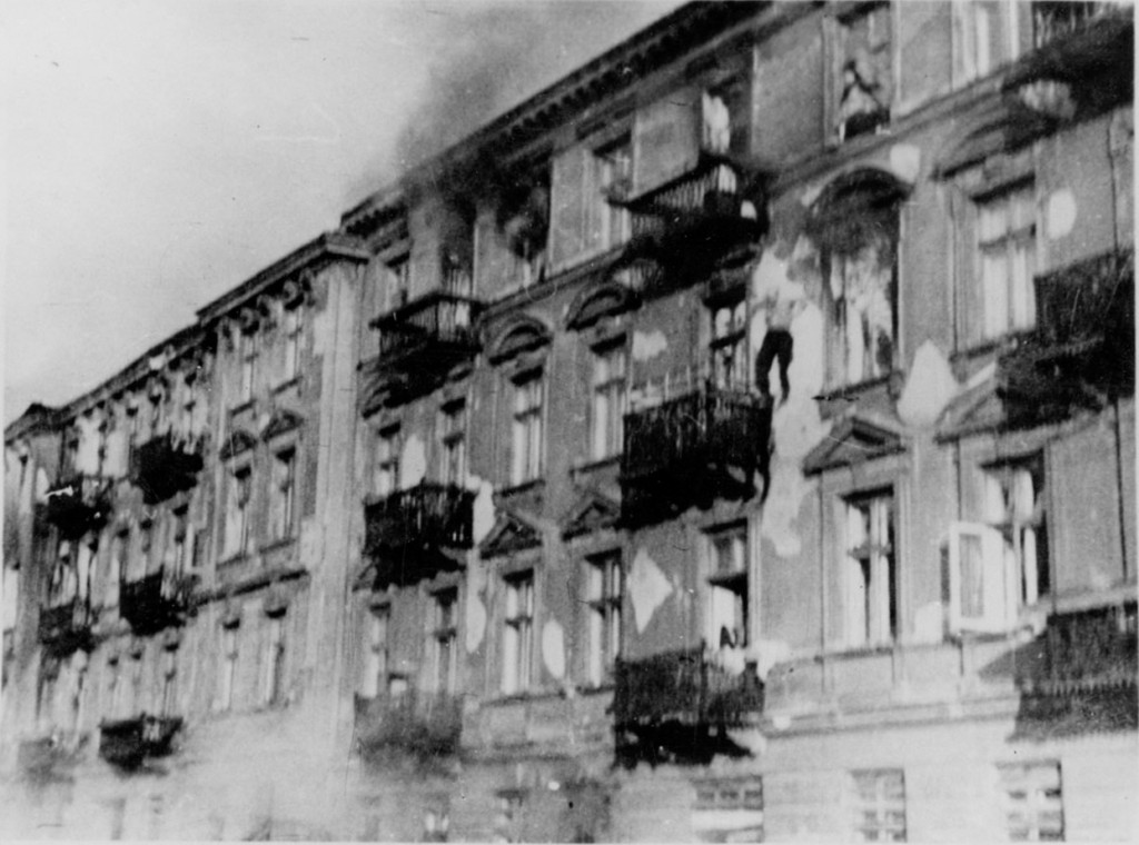 man jumps from Jewish ghetto